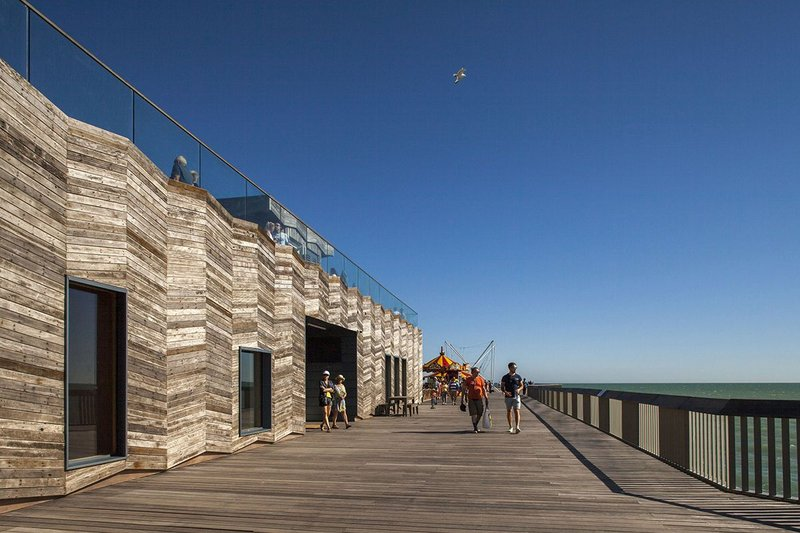At Hastings Pier the vertical zigzag timber cladding of the new visitor centre is echoed in the new balustrades surrounding the deck.