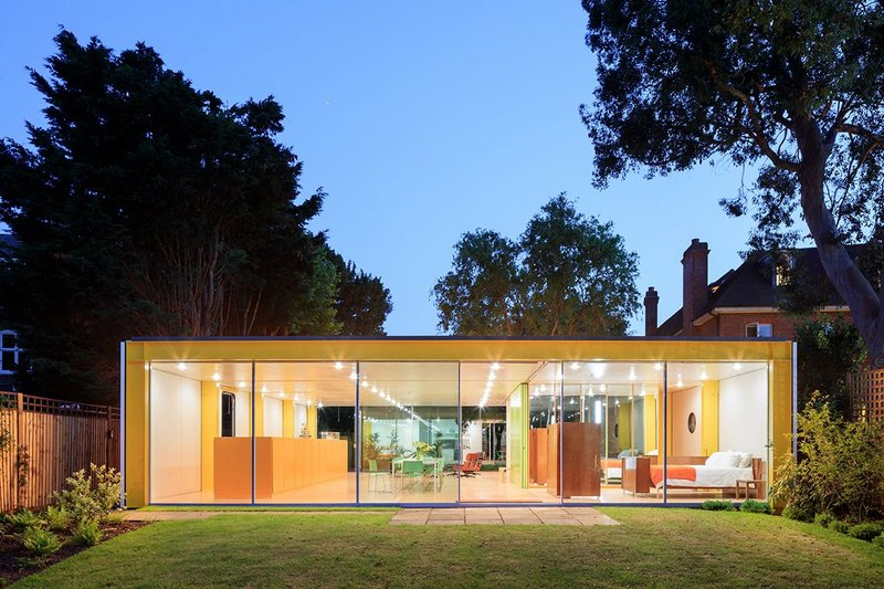 Richard Rogers's Wimbledon House, viewed from the rear garden. Photograph by Iwan Baan.