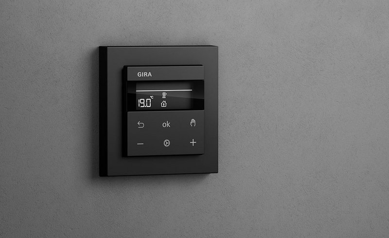 Gira System 3000: lights, blind and heating control in one device.