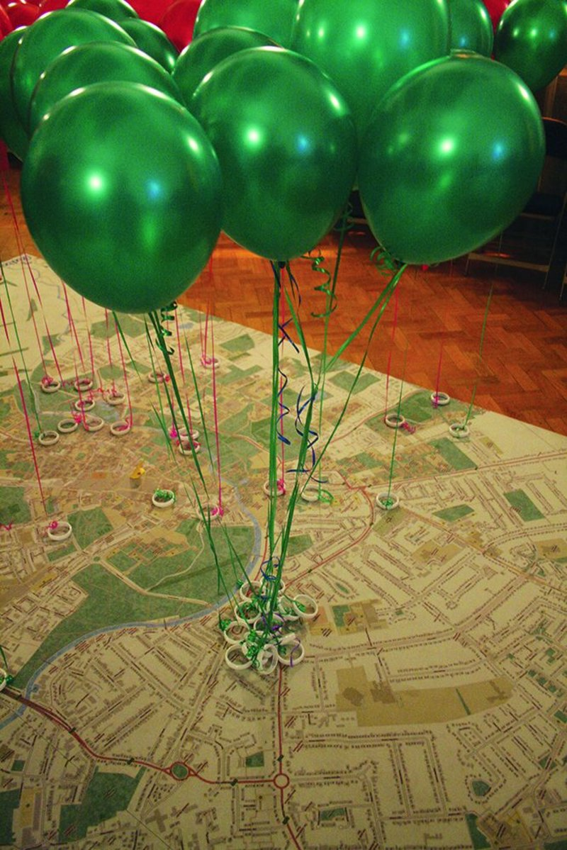 Balloons on a map show perceived good and bad aspects of Cambridge