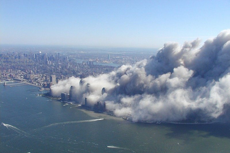 WTC dust cloud: Picture after the collapse of the World Trade Center on 11 September 2018 at 10:34h.
