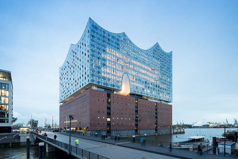 Sandwiched between a luxury hotel and apartments, the Elbphilharmonie is denoted by the presence of two arched forms, part of the plaza lobby.
