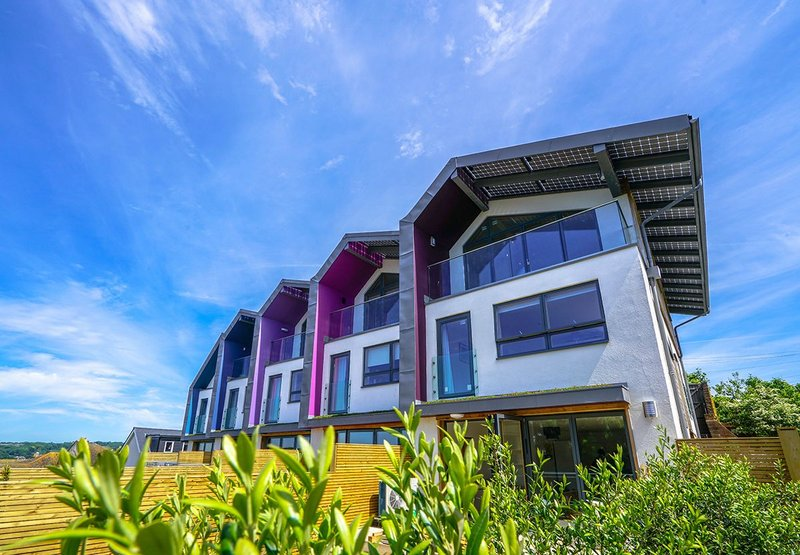Zedfactory Zero Bills Homes in Hastings, East Sussex. The performance of the building should comfortably achieve a zero carbon benchmark, with excess electricity from the PV panels being fed back into the national grid.
