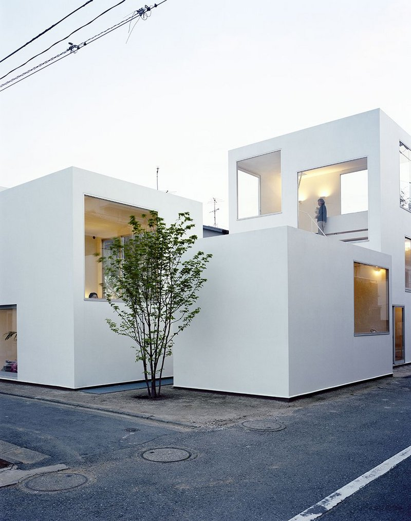 Moriyama House, Tokyo, 2005, designed by Office of Ryue Nishizawa as an assemblage of ten domestic units.