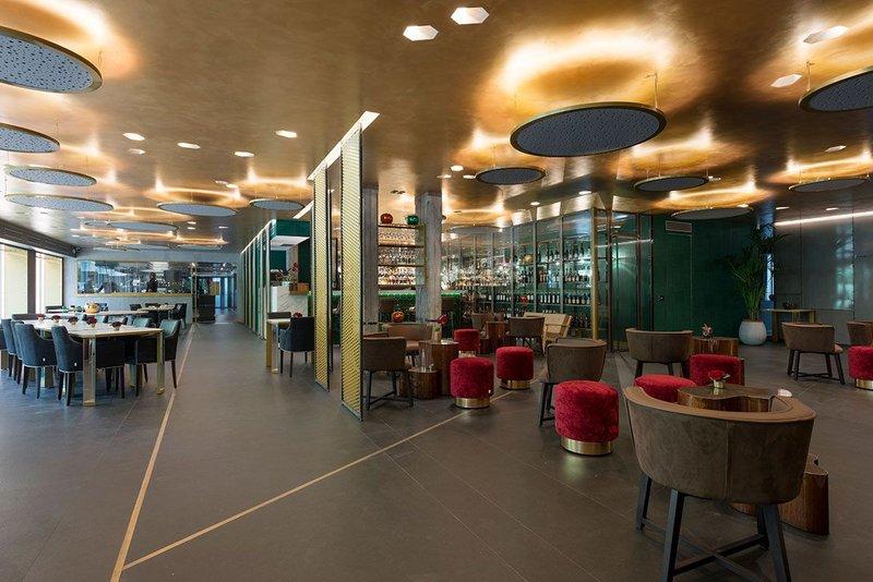 Milanese restaurant Il Lusso Della Semplicità showcases its Neolith Nero Zimbabwe flooring.