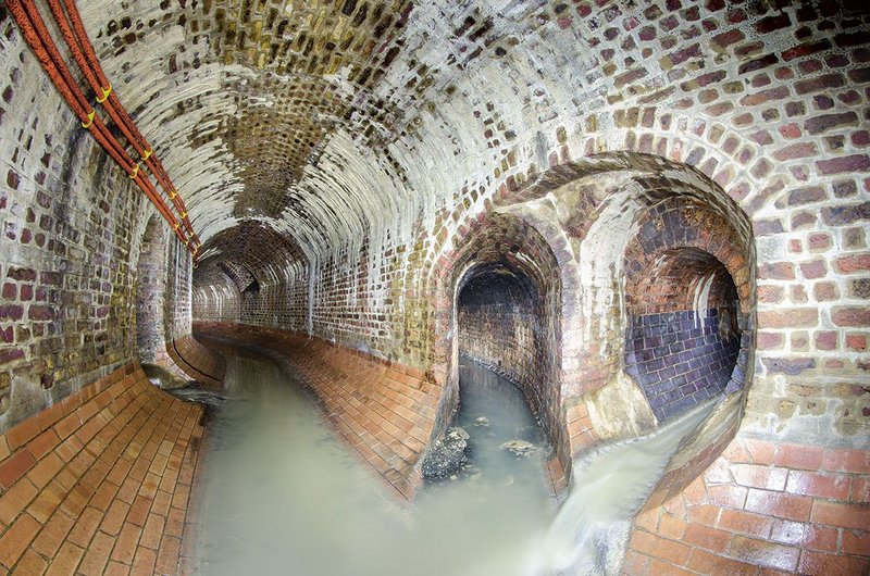 A junction in London's King's Scholars' Pond Sewer. Note the specially fired bricks at the bottom of the sewer which will bear the main burden, and the distinctive colour of the Staffordshire blues in the far right tunnel.