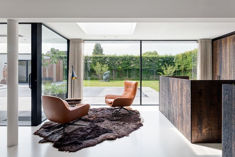 Bringing the outside in with ultra slim Hi-Finity doors