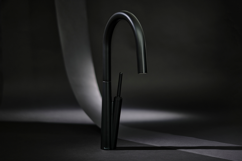 Riobel Solstice kitchen tap in Black: The spray nozzle is hidden so as not to detract from the curving spout and slender handle.