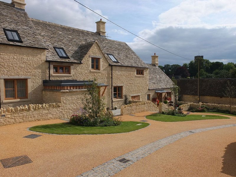 Using the Cotswold vernacular on this gently sloping site off the high street. MacEwen Award shortlisted Sly's Close, Northleach, Gloucestershire. Mungo Park Architects