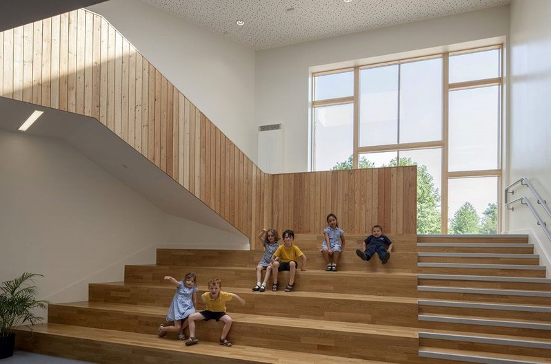 Light-filled, well ventilated school buildings promote a healthier indoor climate, supporting pupils' enjoyment of their studies.