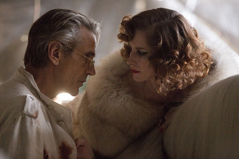 Architect Anthony Royal (Jeremy Irons) with Jane Sheridan (Sienna Guillory) in High Rise.