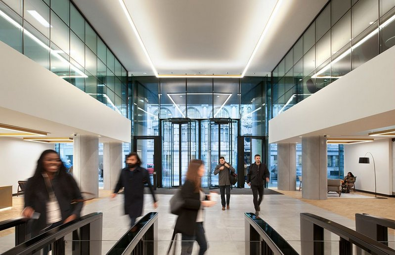 The entrance to the Riverscape offices in Queen Street Place, London with two Boon Edam Crystal Tourniket all-glass revolving doors.