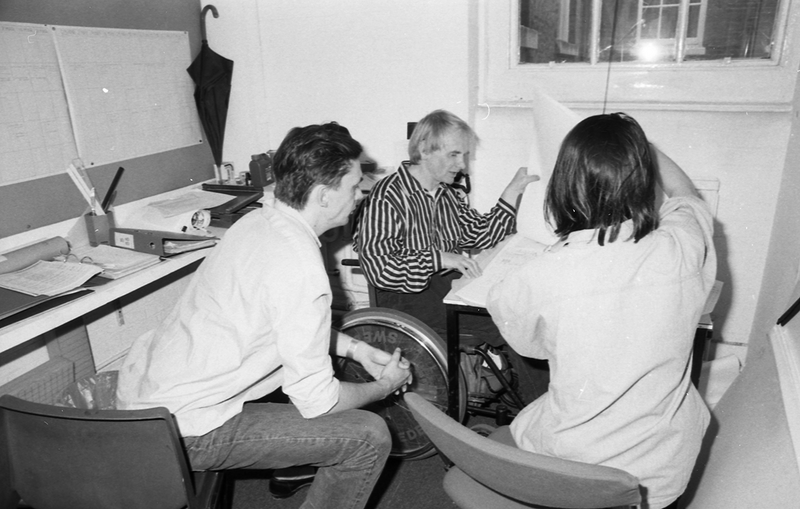 AA Diploma School technical studies tutor Andrew Walker Giving a tutorial to students (1988)