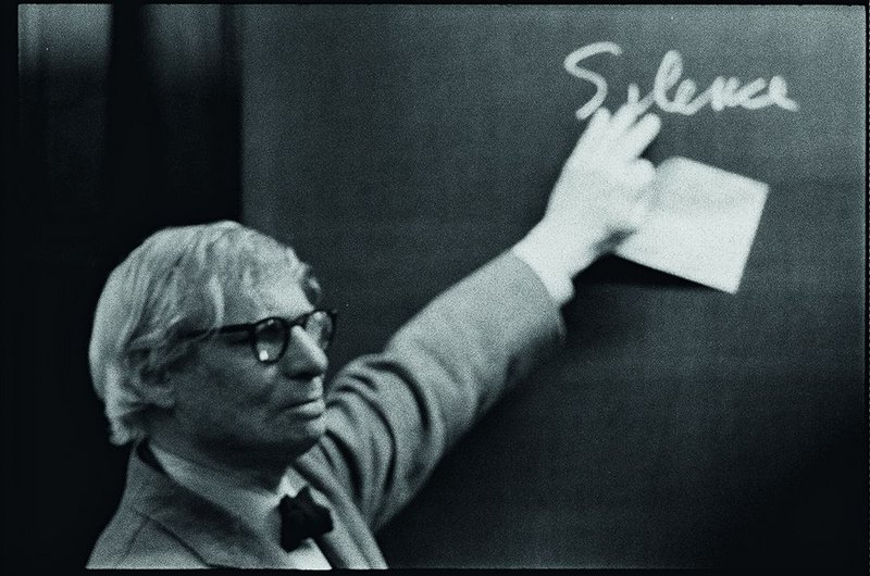 Louis Kahn makes his point during the lecture at ETH Zurich. Photograph by Peter Wenger