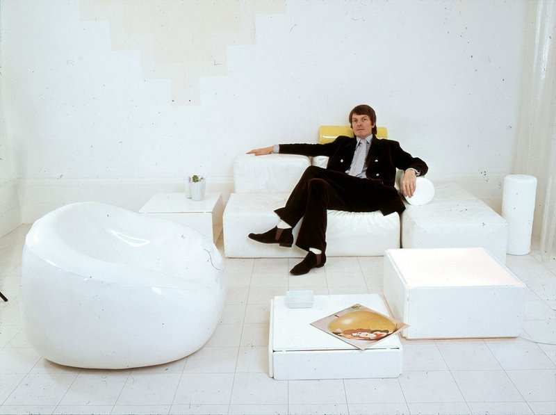 1.	Max Clendinning in his white minimalist phase at home with modular plastic furniture designed for Aerofoam.