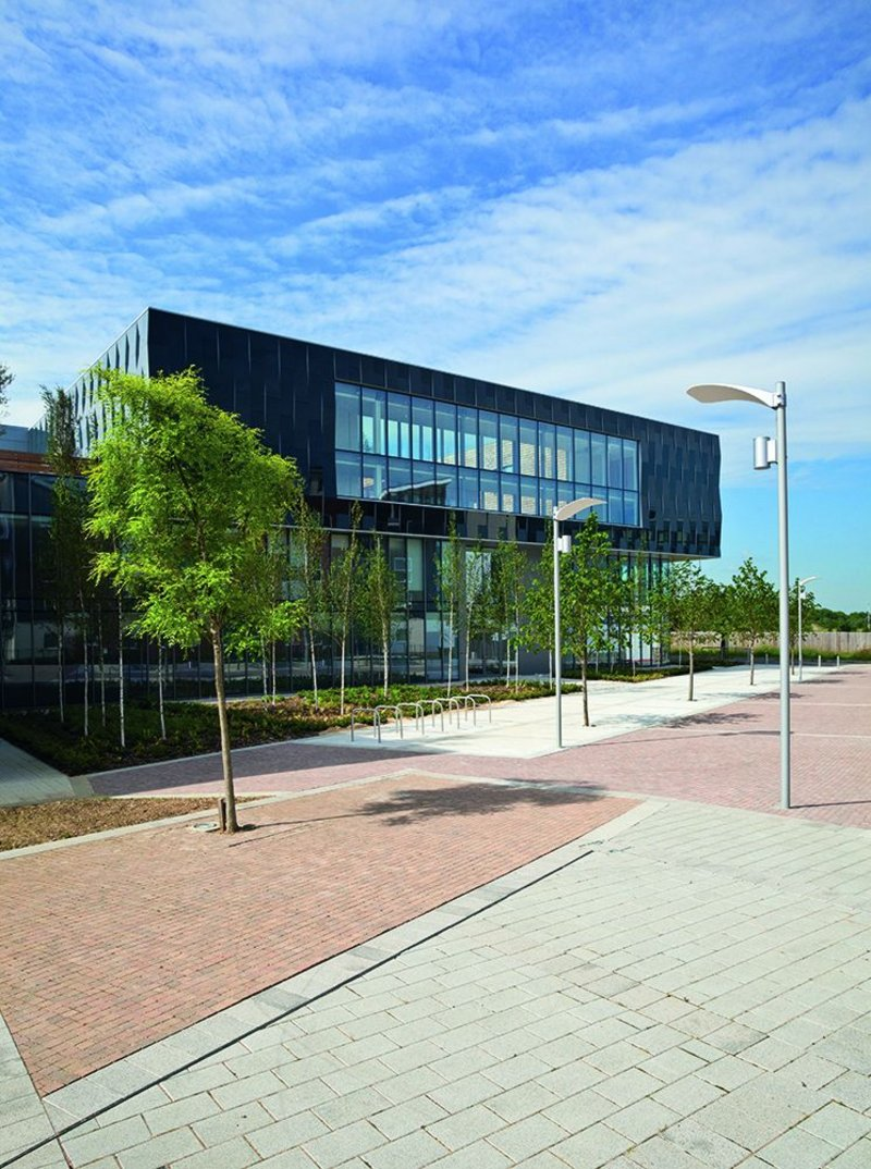 Approach to the main entrance at the New Circle Reading Hospital.