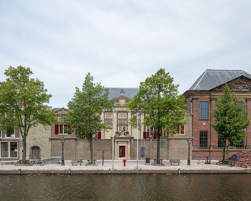 The south face of the De Lakenhal museum facing onto the canal.