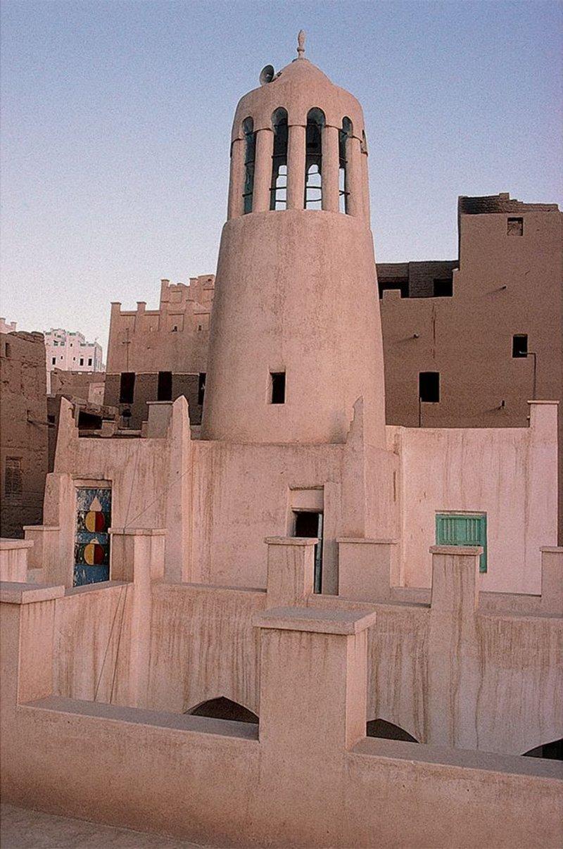 A simple minaret of the mosque of Ba Das.