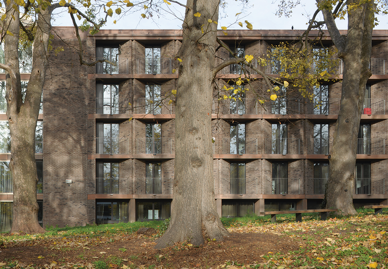 Adam identifies Henley Halebrown's Chadwick Hall at Roehampton University as being in the exposed-grid tradition of Corb's  Unité d'Habitation series.