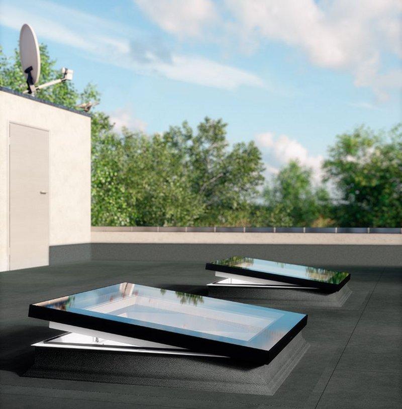 Fakro DEF U6 triple-glazed flat roof window.