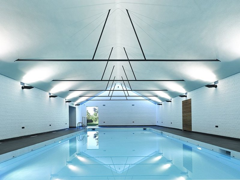 The foundations and basin of the Victorian pool were reused but from the water level up it was rebuilt – with just steel trusses as a reminder of the best of it.