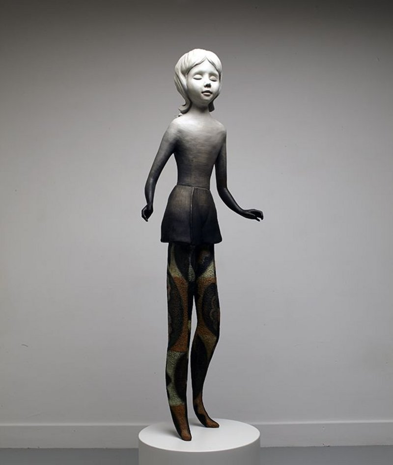 Cathie Pilkington, Twinkle, 2014. Oil paint on bronze.