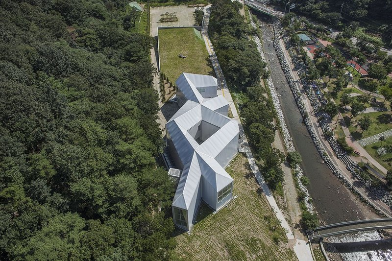 Chae Pereira Architects' labyrinth for Chang Ucchin Museum