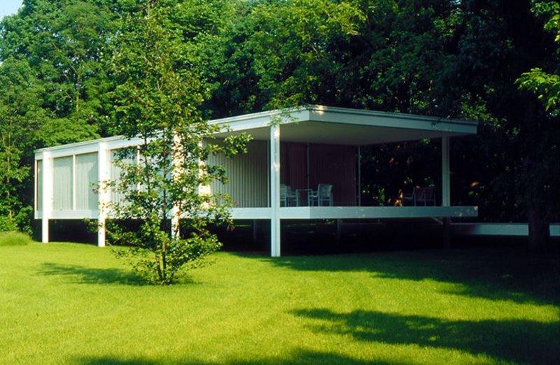 Mies van der Rohe's Farnsworth House..