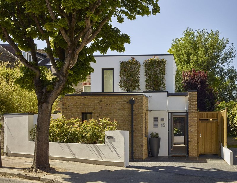 A new house in west London designed by Richard Dudzicki Architects features Glazing Vision rooflights.