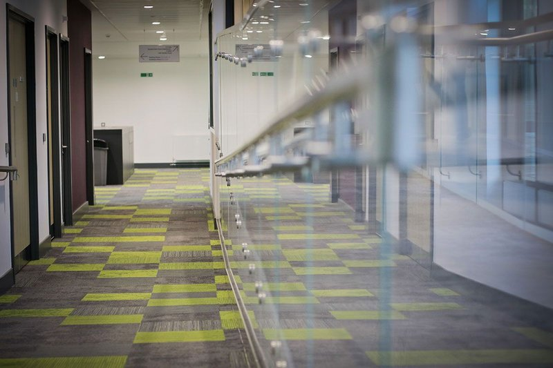 A combination of Interface's Composure, Urban Retreat, Equilibrium and Infuse designs leads the way in a transition space at Oxford Brookes University.