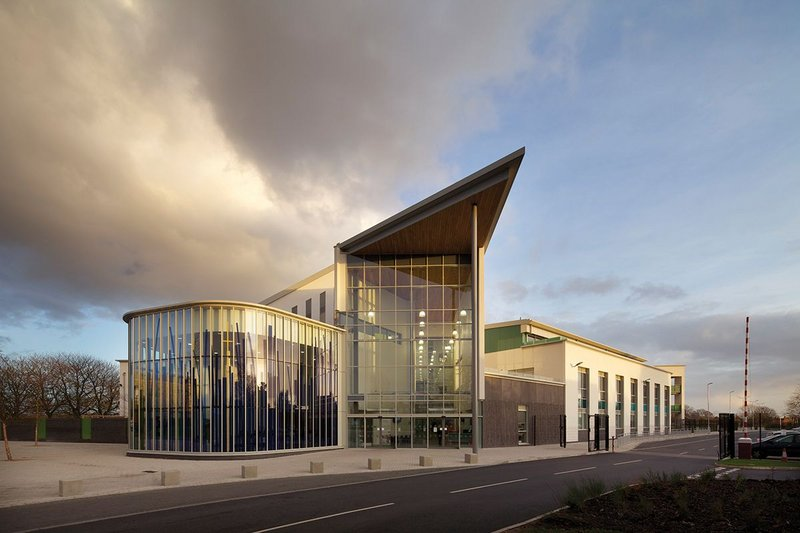Wilmott Dixon's £30m Hope Academy in Newton Le Willows, Merseyside. With 1650 pupils and some ceilings 15m tall, it proved an acoustic challenge for Pace Consult. Architect: Riverside Architects.