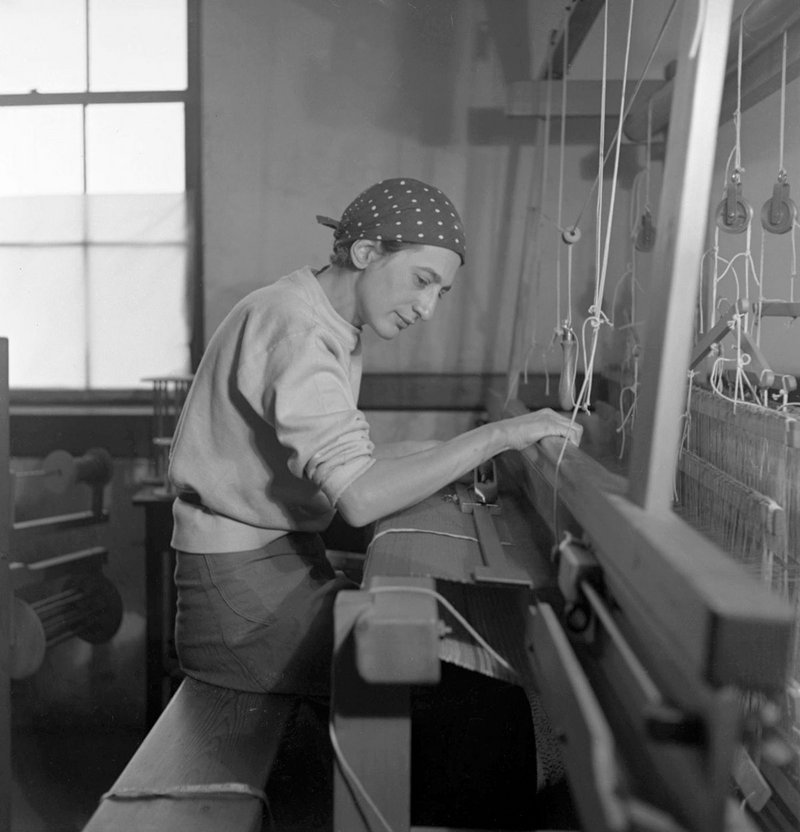Anni Albers in her weaving studio at Black Mountain College, 1937.