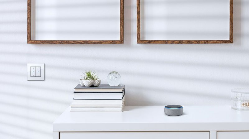 Gira eNet Smart Home voice command: convenient control and monitoring of the home environment via smartphone - whether you are in or out and about.