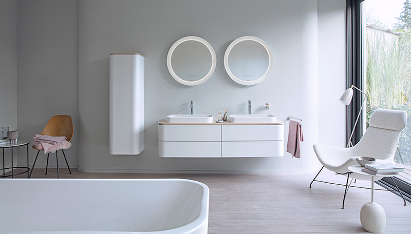 The light tones of Happy D.2 Plus. Double washing area with two mirrors, two above-the-counter basins, console in Mediterranean Oak, console vanity unit and tall cabinet in Nordic White Satin Matt.