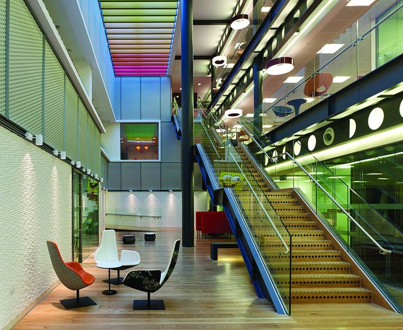 The new atrium complements the existing one, which had already been radically remodelled
