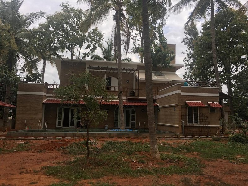 A contemporary sustainable home in Bangaluru, using modern methods of manufacturing and engineered earthen material to create compressed earth bricks.