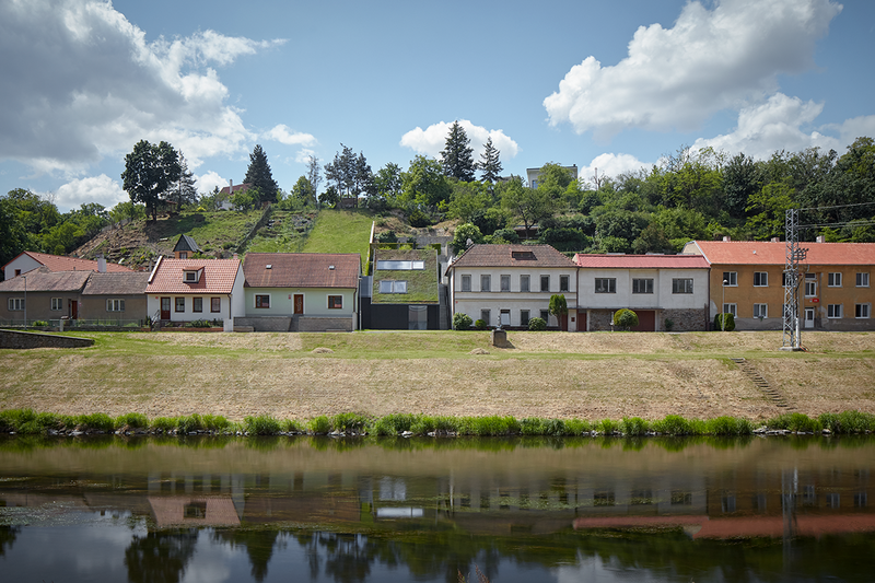 River Valley House is in a quiet suburb, facing across the River Dyje.