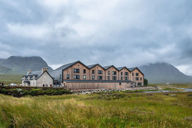 Kingshouse Hotel in Glencoe: Cupa Pizarras Heavy 3 slate was chosen for its close resemblance to the Ballachulish slate produced locally between 1693 and 1955.